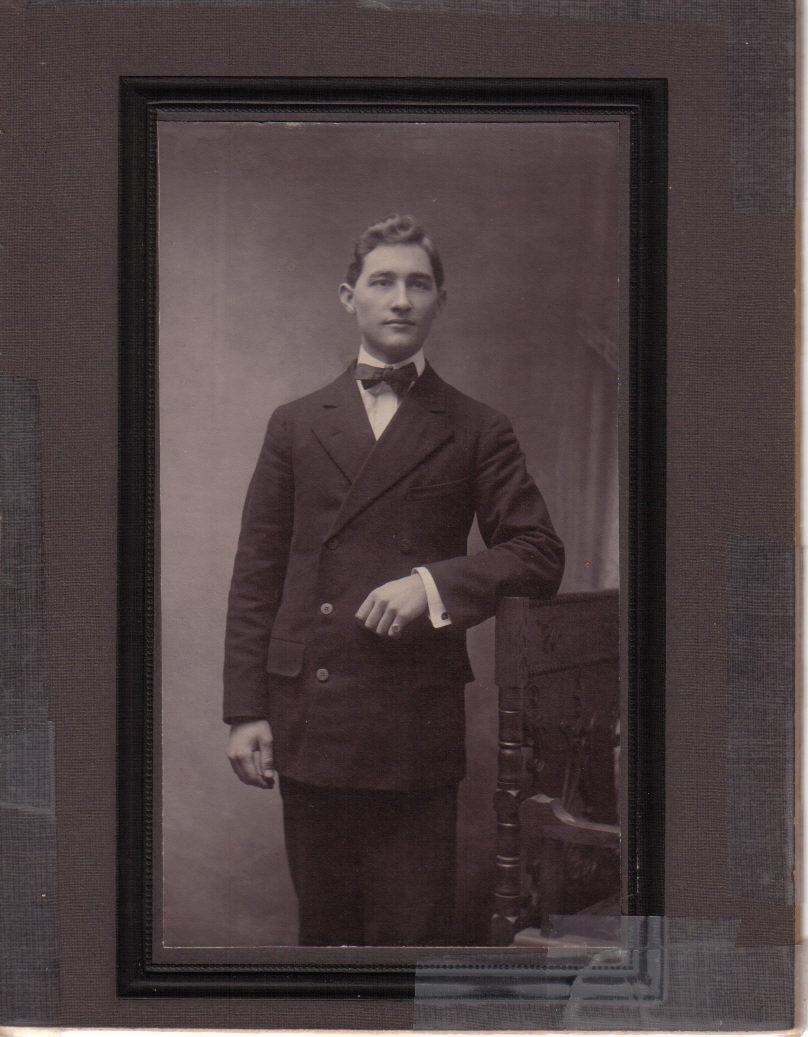 18734