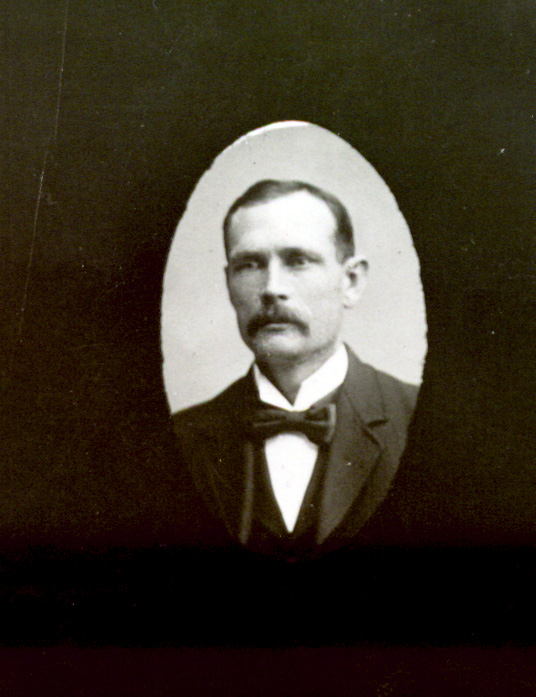 18739