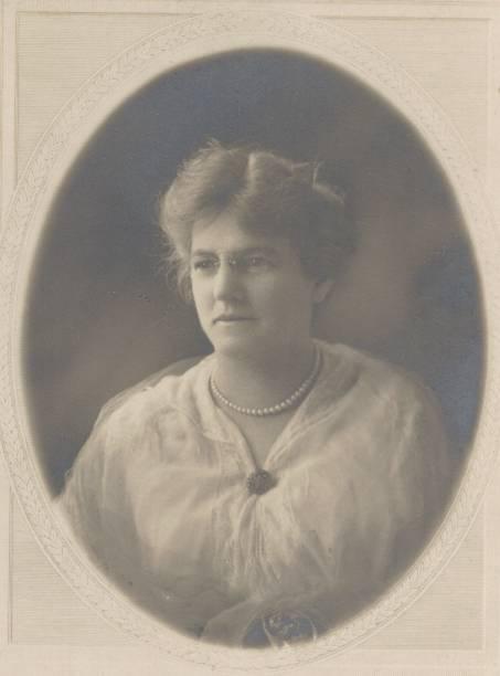 18758