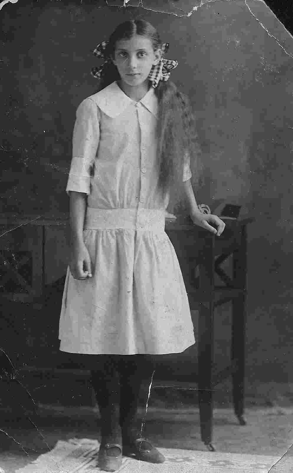 18929